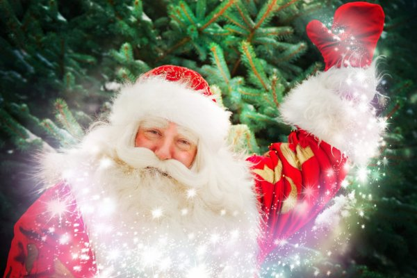 Portrait,Of,Santa,Claus,Conjuring,Against,Christmas,Tree