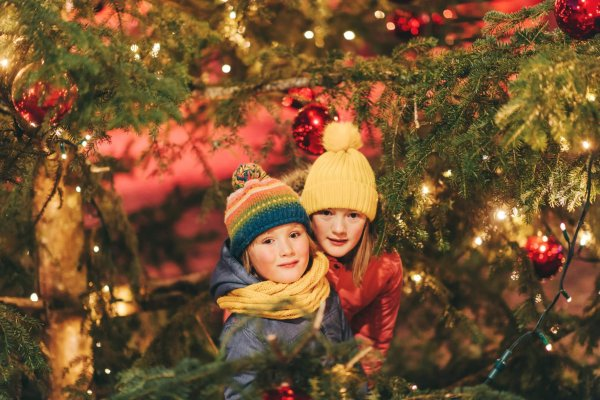 Outdoor,Portrait,Of,Little,Children,Next,To,Christmas,Tree,With